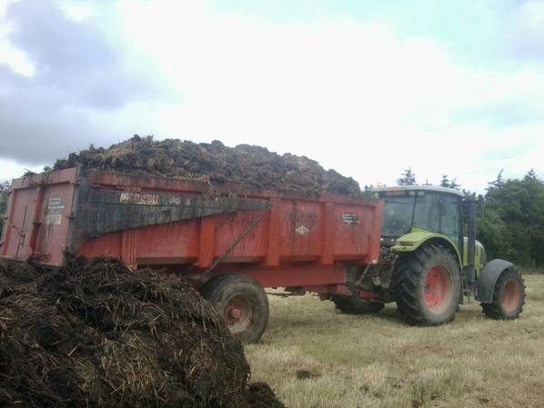 transport de fumier avec tracteur claas 125 ch et remorque 14 tonne sodimac