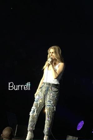 Céline et sa dernière chanson hier soir ... 21/06/17 à Londres