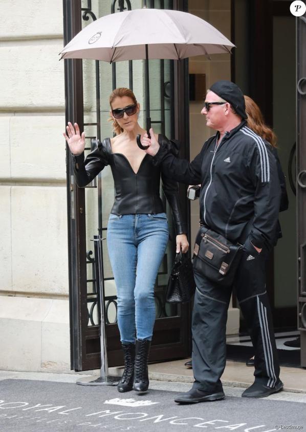 Après avoir donné ses quatre représentations parisiennes, Céline Dion profite d'avoir un peu de temps pour elle, avant de poursuivre sa tournée Europenne en province. Elle s'est rendu le 10/07/17 une nouvelle fois à l'Opéra Garnier.