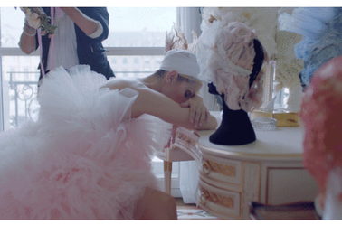 Céline Dion prend Paris dans les meilleurs looks couture de la saison