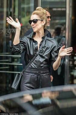 Céline Dion qui sort de son hôtel le 24-07-2017 pour partir a son 2ieme show à Berlin