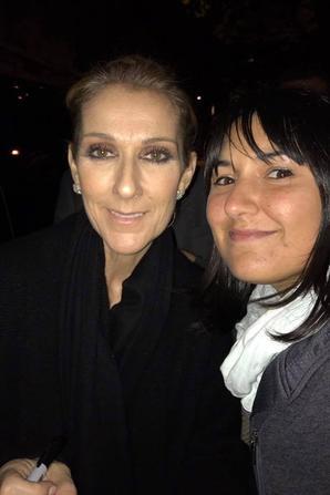 Hier soir le 05/08/17 apres son dernier show à Glasgow, Céline a gâté ses fans qui l attendaient à son hotel ...beaucoup de selfis et d autographes !