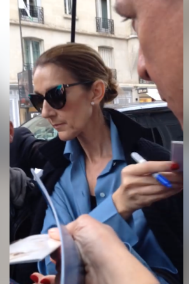 Le 08 août 2017 Céline est allé faire les boutiques chez Dior ,et manger au resto, elle a encore rencontré sur le chemin des fans qui voulaient encore et tjs des autographes !
