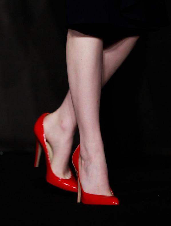 des escarpins vernis rouges