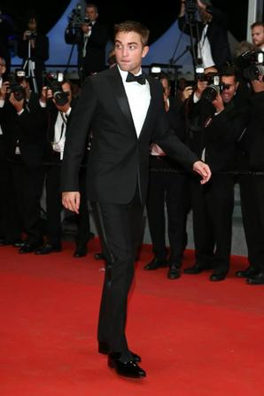 #Cannes2014 Robert Pattinson #TheRover montée des marches *-*