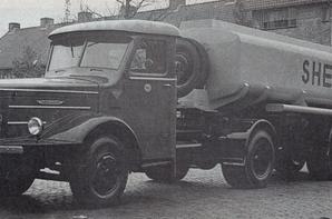 Vieux camions du passé.