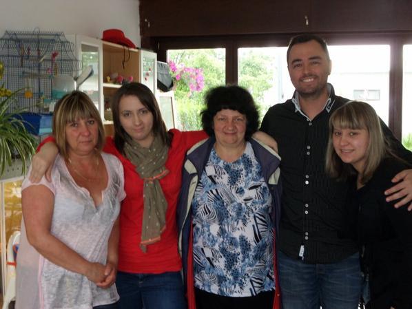 La famille <3 Moi le 24 Juin l'heure du départ il etait 13h je décollais vers 17h Vers L'Espagne !