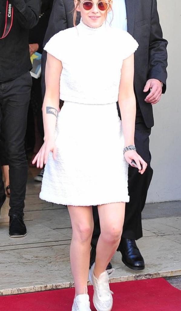 Kristen en chanel pour la press à Cannes le 24/05/14