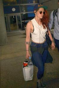 Kristen arrive à LAX le 25/05/14