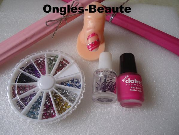 Ongles '' Vague rose ''