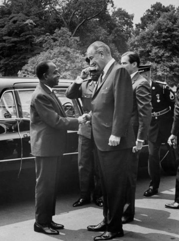 houphouet boigny avec president johnson aux  usa