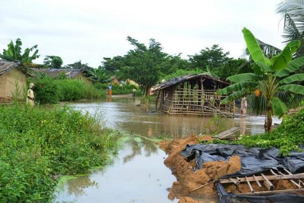 Inondation, éboulement, isolement des villages, …. / Au c½ur de la détresse des populations de Grand-Lahou : Des morts, des populations coupées du monde, plusieurs maisons détruites