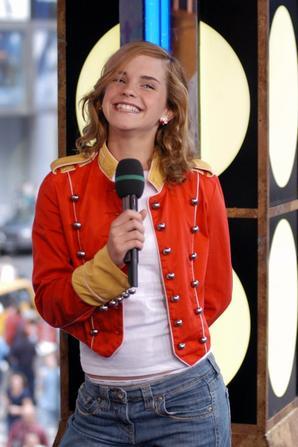 24 mars 2004 Emma participe à un jeu télévisé américain en direct avec Daniel Radcliffe sur la chaîne MTV