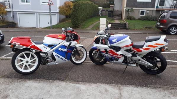 Honda NC30 et CBR 400 RR