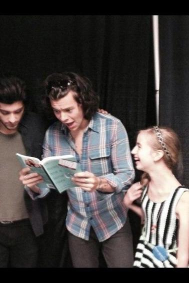Harry et Zayn avec une fan hier en backstage à Détroit