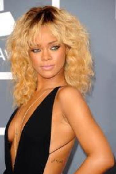 Le CV capillaire de Rihanna !