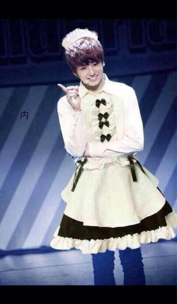 Jungkook tes cute en robe