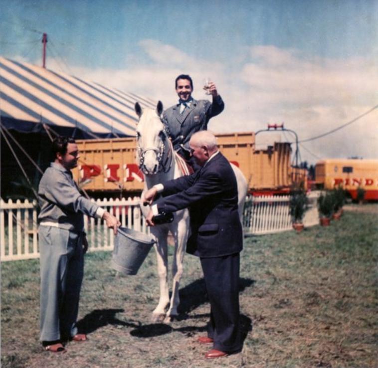 Luis Mariano au cirque Pinder .
