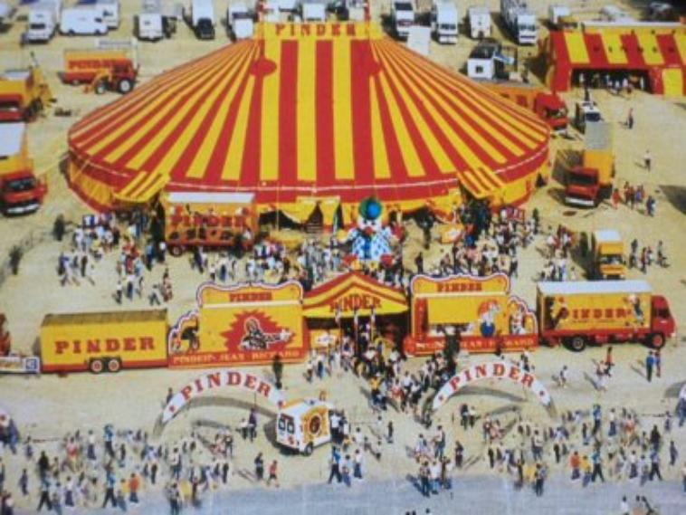 Les Façades du cirque Pinder .