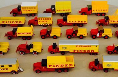 Les véhicules Américain chez Pinder : GMC , Dodge , Marmon et Mack .