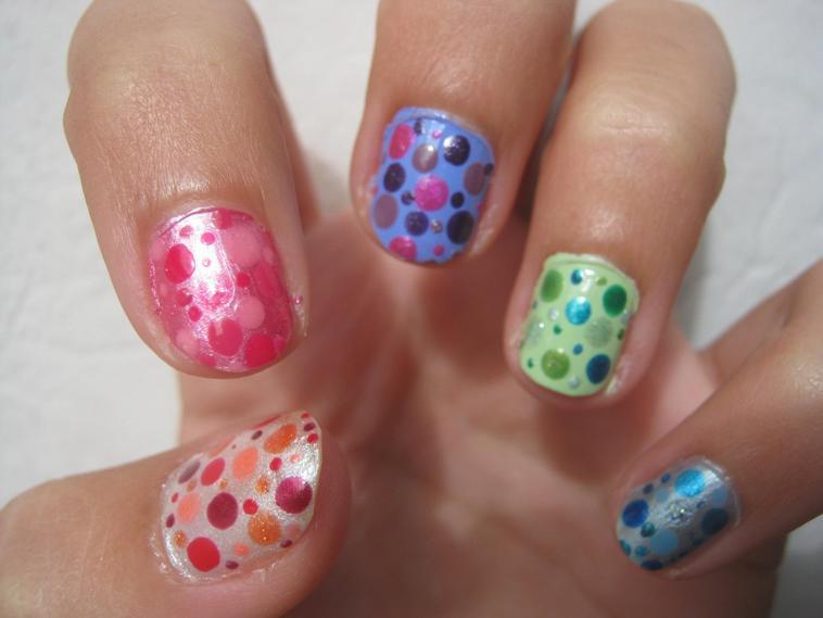 Nail Art Pois multicolores : Tuto