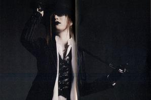 "Scéance photo Uruha ""Rock Red"" volume 41"