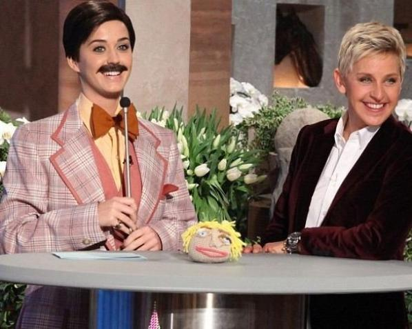 25/01 : Katy déguisée en homme pour l'anniversaire d'Ellen DeGeneres !