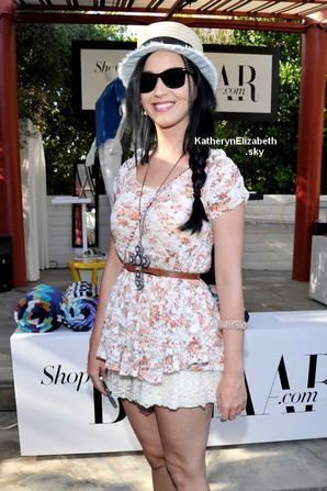 12/04 : Katy au Harper's BAZAAR Coachella poolside
