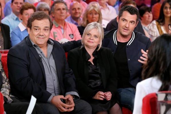"""Isabelle Nanty, Didier Bourdon, Arnaud Ducret, Alix Poisson et Pierre-François Martin-Laval dans """"Vivement Dimanche"""""""