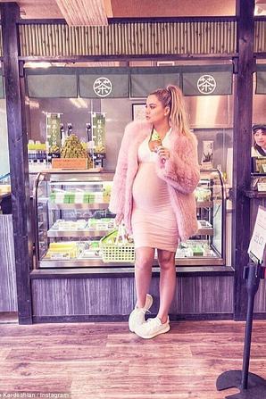 Khloé Kardashian enceinte de 8 mois !