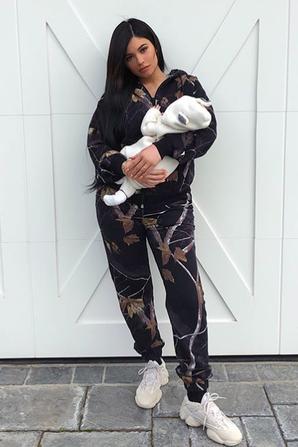 Kylie Jenner présent enfin le visage de sa fille,Stormi !