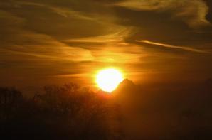 Matin.....lève de Soleil sur les Alpes..