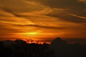 Alpes.....et le ciel  coloré d'hiver....