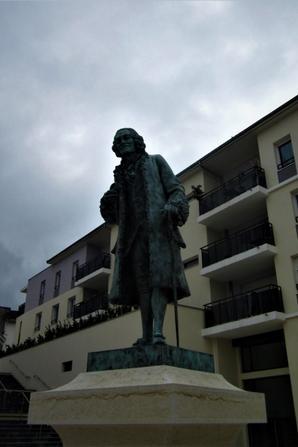 Et dans le centre...mon cher Voltaire...