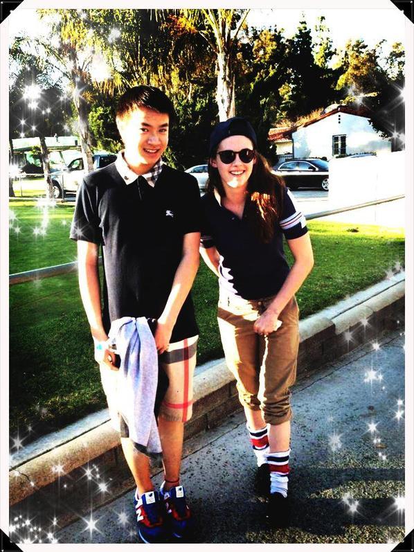 Kristen Stewart et ses fans  apreçu au Golf le 11 Mars