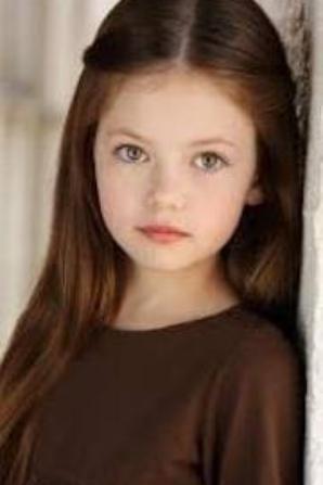 Mackenzie Foy . . . ( Renesmée Cullen )