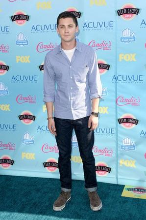 "Logan sur le tapis ""Bleu"" des Teen Choice Awards 2013"