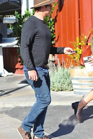 Simon Baker est sorti pour déjeuner avec sa fille Stella (2)