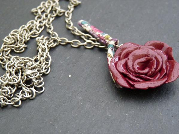 Collier rose liberty.