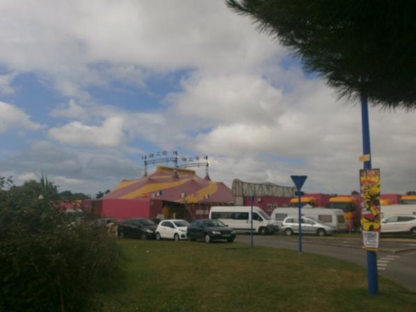 Cirque Medrano  ( le chapiteau extérieur )