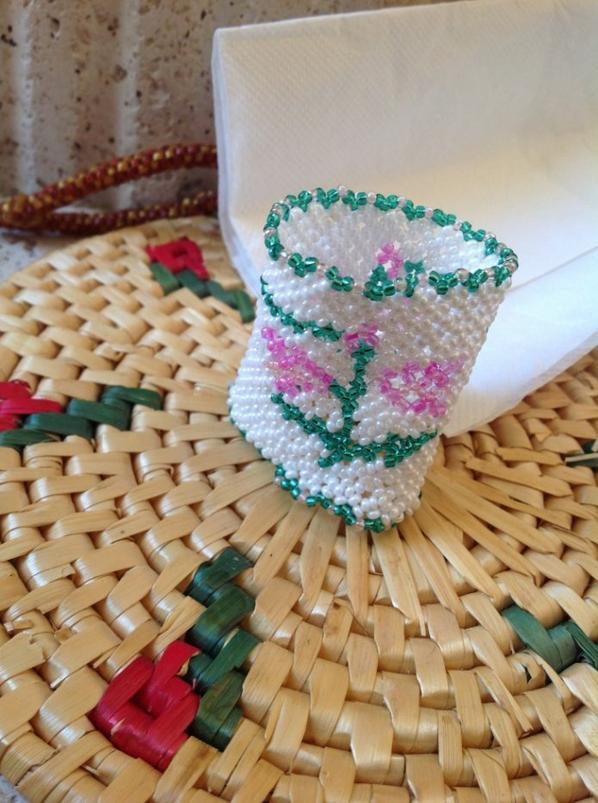 Voici un rond de serviette fleur ( je viens de me rendre compte que je me suis trompée sur un rang )