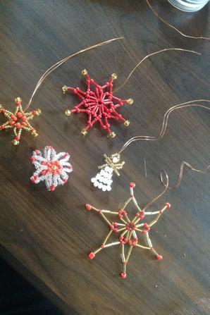 Étoiles, boule et ange de Noël
