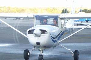 moi au décollage de l'avion et c'étais moi au commende de l'avion et a coté de moi il y'avait le moniteur de pilotage