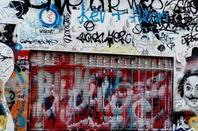 Devant la maison de Serge Gainsbourg.