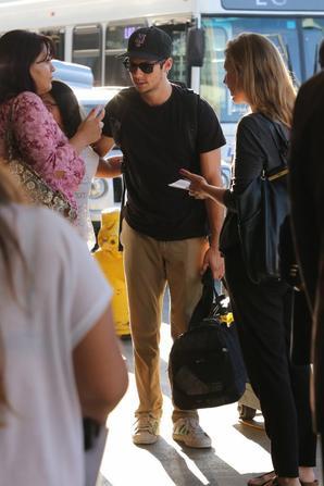 |Candids|  Dylan arrivant à l'aéroport de Los Angeles le 17 août