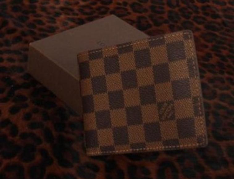 Portefeuilles Louis vuitton carrés pour homme uniquement prix 25.000..avec livraison..3 couleurs dispos  ATTENTION Stock limité 42127300