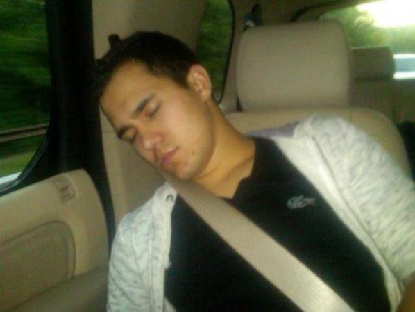James et Carlos en train de dormir le quelle et le plus mignon ?