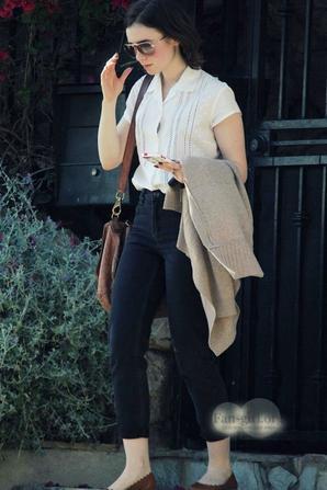 Le 18 Janvier 2014 Lily aperçu à la sortie de l'appartement d'un amis dans Hollywood, tenue très détendue j'aime son tee-shirt, vous en pensez quoi ?