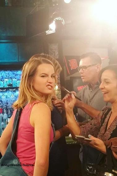 Quelques Photos récente provenant du Instagram de Bridgit Mendler. Pour information, certaines photos ont était prise sur le tournage de la série #Undateable ou Bridgit a rejoint le casting de la deuxième saison en Novembre 2015 avec le rôle de Candace.