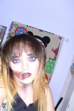 HAPPY HAPPY HALLOWEEN!!!!!!!! GIVE ME A COOKIES AND LOLLIPOPS !